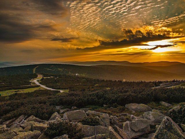 Szrenica Szczyt Karkonoszy o zachodzie słońca