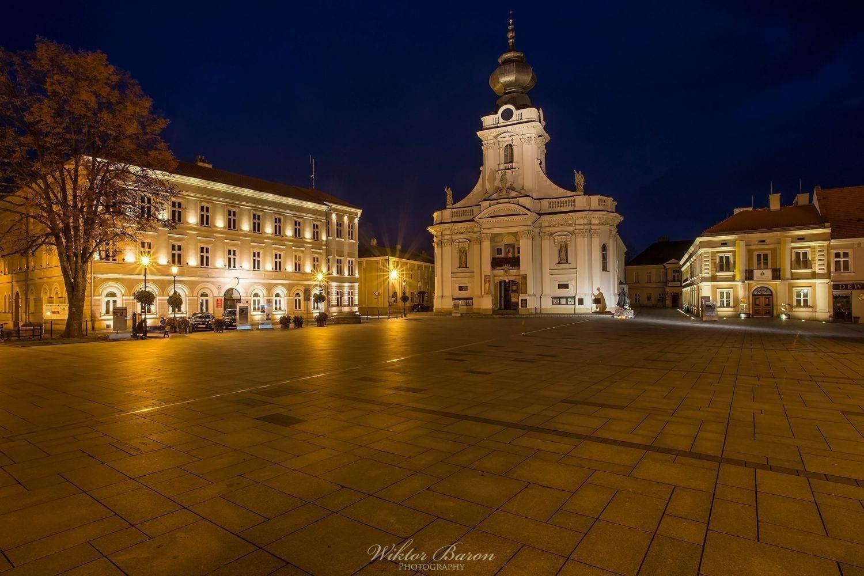 Rynek w Wadowicach nocą
