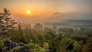 Wschód słońca na Przełomie Białki w Pieninach Spiskich