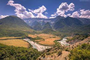 Dolina rzeki Wjosy