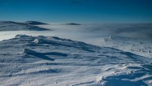 Zimowy widok z czubka Szrenicy