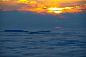 Góry Izerskie we mgle