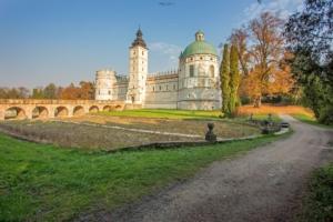Widok z parku na zamek