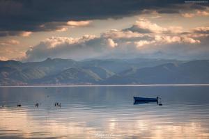 Łódka nad Jeziorem Ochrydzkim