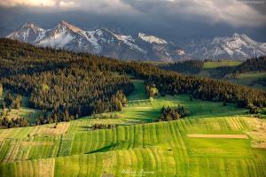 Widok z Granderusa w Pieninach Spiskich na Tatry